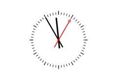 El dial de reloj muestra el tiempo 5 antes de 12 Foto de archivo libre de regalías