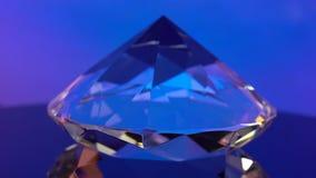 El diamante es de giro y que riela con color azul Fondo para una tarjeta de la invitación o una enhorabuena metrajes