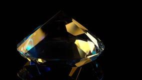 El diamante gira lentamente con un sostenido termina para arriba Fondo negro almacen de video