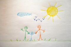 El dibujo de un niño de una familia feliz fotografía de archivo