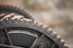 El diente de acero rueda los trinquetes mecánicos de los engranajes del metal Imágenes de archivo libres de regalías