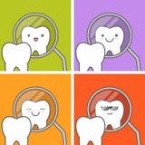 El diente sano mira en espejo Imágenes de archivo libres de regalías