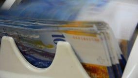 El dinero cuenta las 100 notas del suizo del franco almacen de video