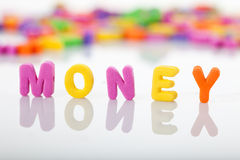El dinero de la palabra con las cartas plásticas Fotografía de archivo libre de regalías