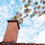El dinero euro vuela abajo de la chimenea Fotografía de archivo libre de regalías