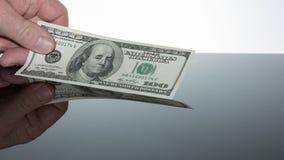 El dinero habla cientos billetes de dólar Imagen de archivo