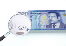 el dinero rendido 3D de Jordania con la lupa investiga moneda aislada en el fondo blanco Imágenes de archivo libres de regalías