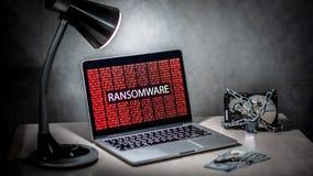El disco duro se cerró con ataque cibernético del ransomware en el ordenador imagen de archivo