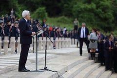 El discurso del presidente de la rep?blica italiana Sergio Mattarella en los militares polacos fotos de archivo libres de regalías