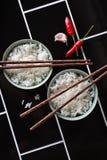 El diseñar creativo de la comida asiática en fondo diagonal Fotografía de archivo