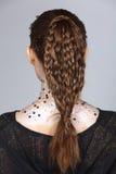 El diseñar del pelo da vuelta detrás a la visión, el talento creativo de la suposición compone y H foto de archivo libre de regalías