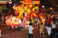El diseño del dragón flota en la procesión 2011 de Wesak imágenes de archivo libres de regalías