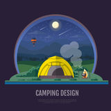 El diseño plano del estilo de montañas ajardina y el acampar La noche scen Foto de archivo