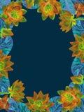El diseño vertical de la tarjeta de felicitación del marco de flores de loto anaranjadas brillantes con turquesa se va en fondo v Foto de archivo