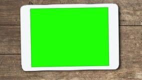 El dispositivo de la tableta con greenscreen almacen de video