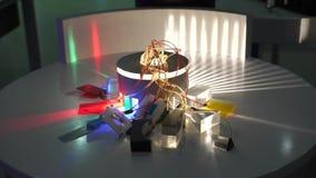 El dispositivo, que separó hacia fuera el color en rojo, verde, azul almacen de metraje de vídeo