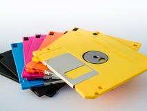 El disquete colorido es medio de almacenamiento magnético fino y flexible Imagen de archivo