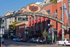 El districto de Gaslamp firma adentro San Diego, California Foto de archivo