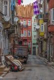 El distrito colorido de Tarlabasi Estambul fotos de archivo