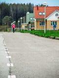 El distrito de nuevos prados en la ciudad de Medyn, región de Kaluga en Rusia Foto de archivo