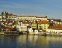 El distrito del castillo (Hradcany) en Praga Imagen de archivo libre de regalías