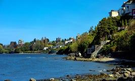 El distrito residencial por el mar Foto de archivo libre de regalías