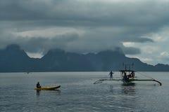 El divertirse en el mar imagen de archivo libre de regalías