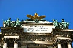 El doble dirigió el águila imperial, Hofburg, Viena fotos de archivo
