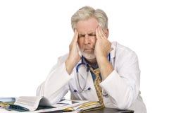El doctor cansado With Headache fotos de archivo