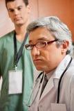 El doctor de sexo masculino Looking Away Imagenes de archivo