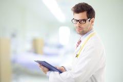 El doctor de sexo masculino Portrait Imagen de archivo libre de regalías