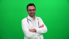 El doctor en la pantalla verde almacen de metraje de vídeo