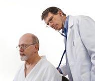 El doctor Examining Senior Male Patient Fotos de archivo libres de regalías