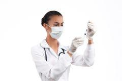 El doctor gana una inyección de la jeringuilla para médico Fotos de archivo libres de regalías