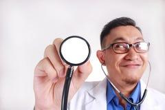 El doctor Hold A Stethoscope fotos de archivo libres de regalías