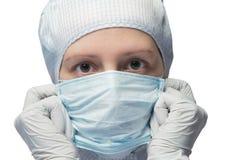 El doctor pone una máscara Foto de archivo libre de regalías