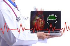 El doctor Show y corazón del paciente del control Fotografía de archivo