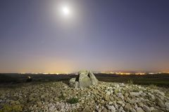 El dolmen nombró a Alto de la Huesera, en Laguardia, Alava, España imagen de archivo