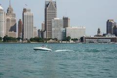El domingo por la mañana escena del río Detroit Imagen de archivo