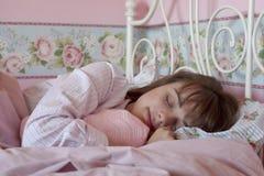 El dormir adolescente de la muchacha Imagenes de archivo