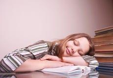El dormir adolescente de la muchacha Fotografía de archivo libre de regalías