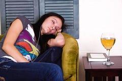 El dormir adolescente lindo de la muchacha Imagen de archivo