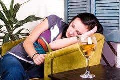 El dormir adolescente lindo de la muchacha Fotografía de archivo libre de regalías