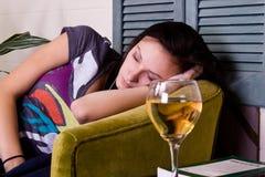 El dormir adolescente lindo de la muchacha Fotos de archivo