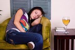 El dormir adolescente lindo de la muchacha Imagen de archivo libre de regalías