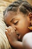 El dormir africano del niño Imagenes de archivo