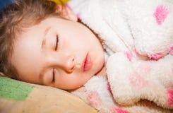 El dormir agradable de la muchacha imágenes de archivo libres de regalías