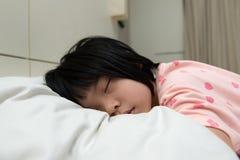 El dormir asiático del niño Fotografía de archivo