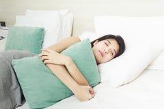 El dormir asiático hermoso joven de la mujer Imagen de archivo libre de regalías