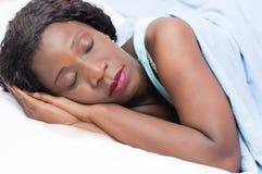 El dormir bonito de la mujer Fotografía de archivo libre de regalías